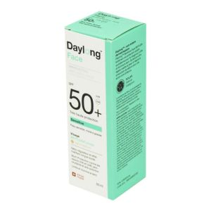 DAYLONG Sensitive Face BB Fluide Teinté Visage SPF50 Light Medium - Peaux Mixtes à Grasses - Fl/50ml